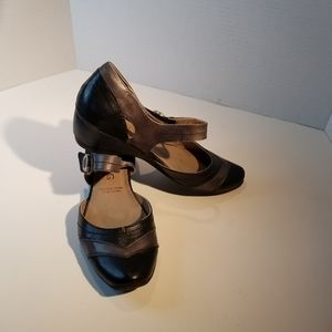 DORKING BY FLUCHOS LEATHER HEELS IN BLACK AND GRAY